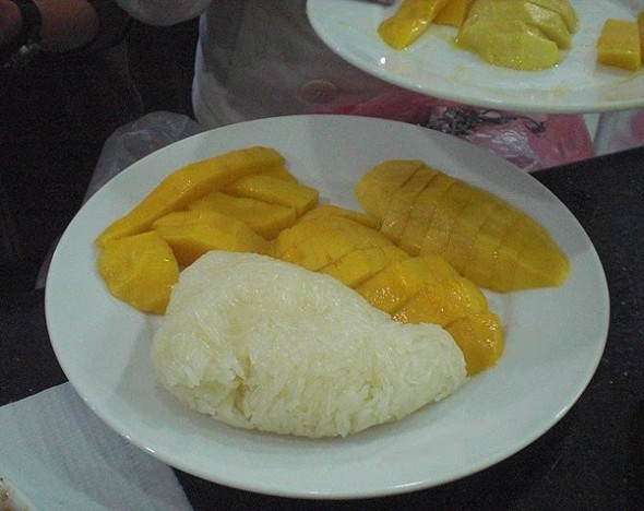 mango and sticky rice thailand