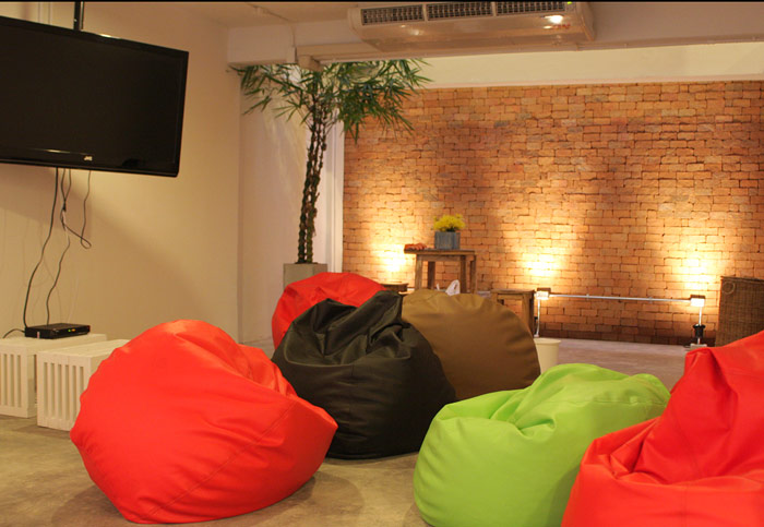 Cute sitting room at HQ Hostel in Bangkok