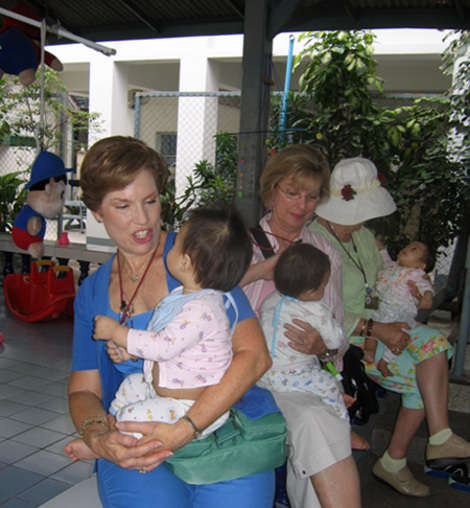volunteer babies thailand