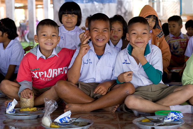 teaching kids in thailand