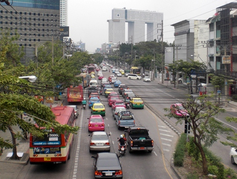 traffic on pahonyothin bangkok