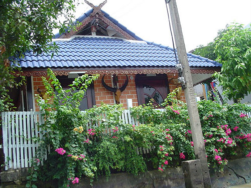 Thai canal house copyright The Lawleys - Creative Commons