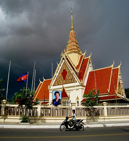 Temple in Phnom Penh - copyright Kyle Taylor, Creative Commons License