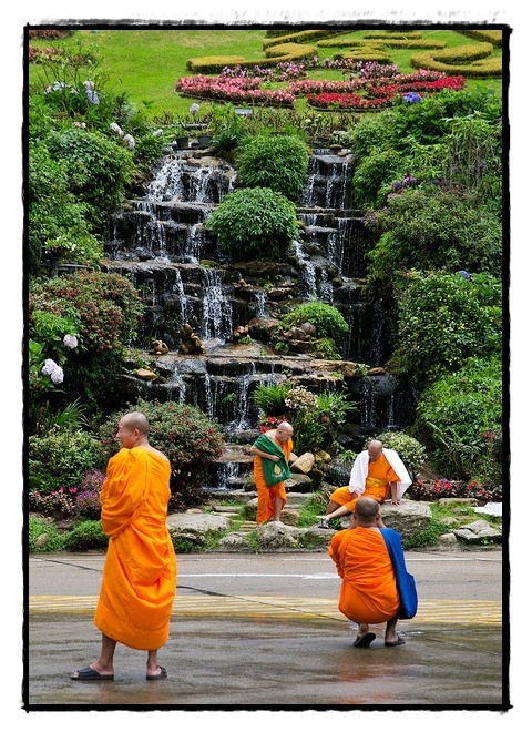 monks day off thailand