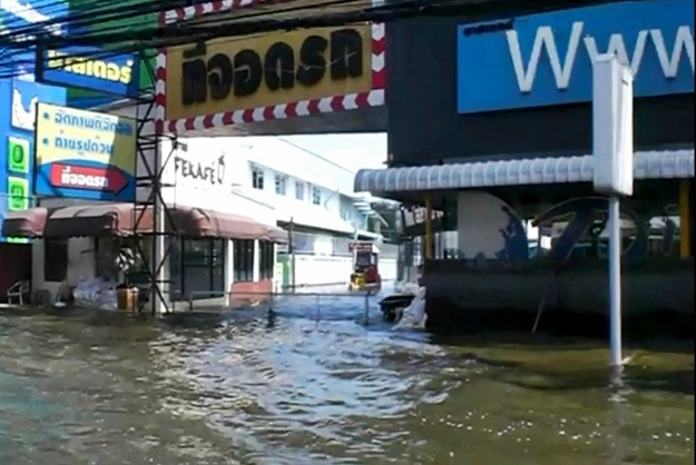 flash floods northern thailand